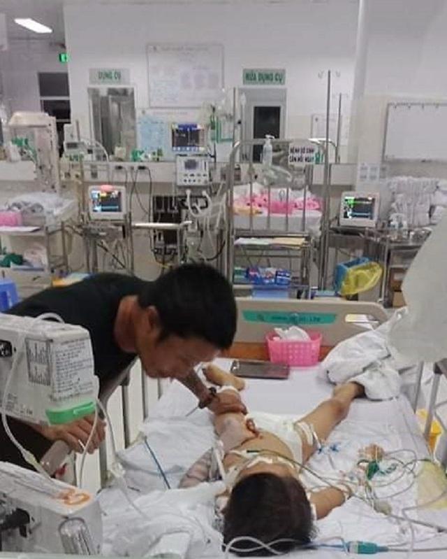 Gia đình tố bệnh viện tắc trách, bé trai 7 tuổi hôn mê sau tiểu phẫu - 3