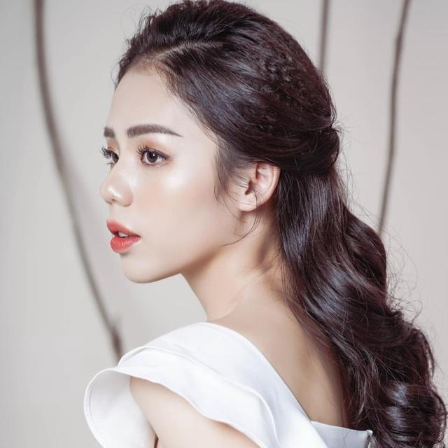 """Giọng ca triệu view Hương Ly: """"Vợ chồng tôi từng phải xin bố mẹ từ cái nồi"""" - 1"""