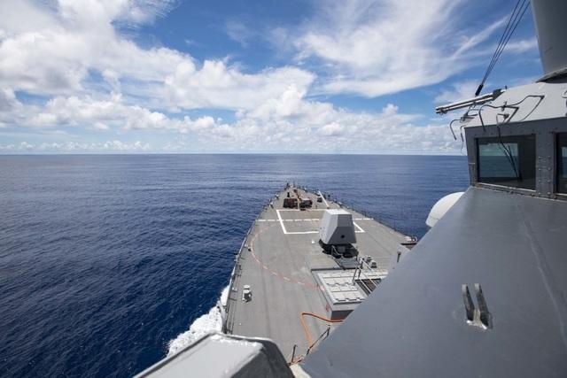 Tàu chiến Mỹ áp sát Trường Sa - 1