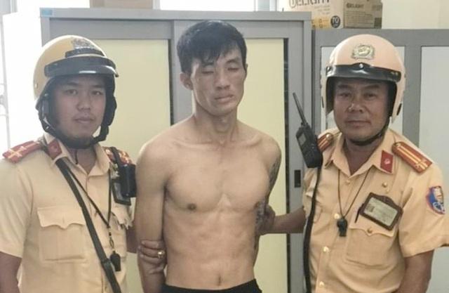 Thanh niên trộm xe máy cầm dao chống trả công an khi bị vây bắt - 1
