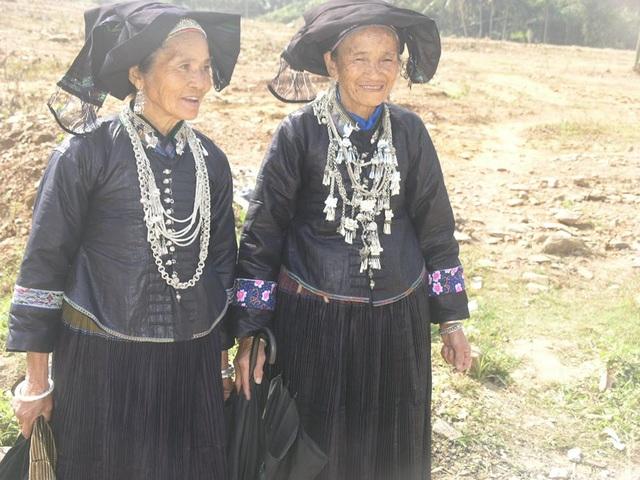 Độc đáo trang phục phụ nữ các dân tộc vùng cao - 7