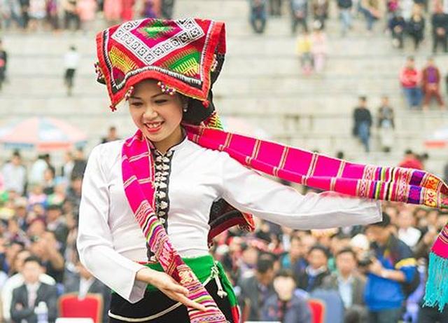 Độc đáo trang phục phụ nữ các dân tộc vùng cao - 10