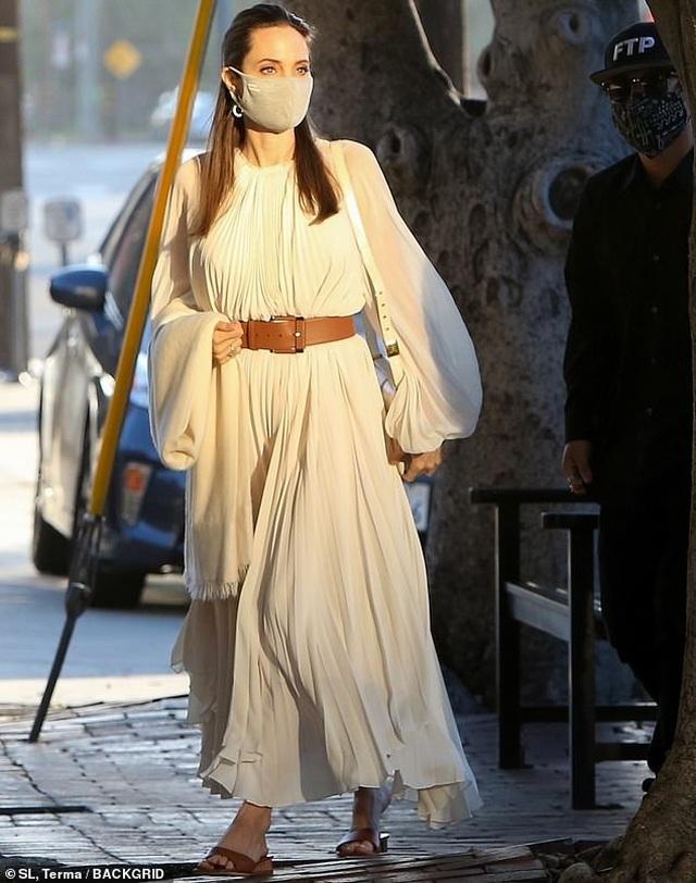 Angelina Jolie đi ăn trưa cùng Pax Thiên - 2
