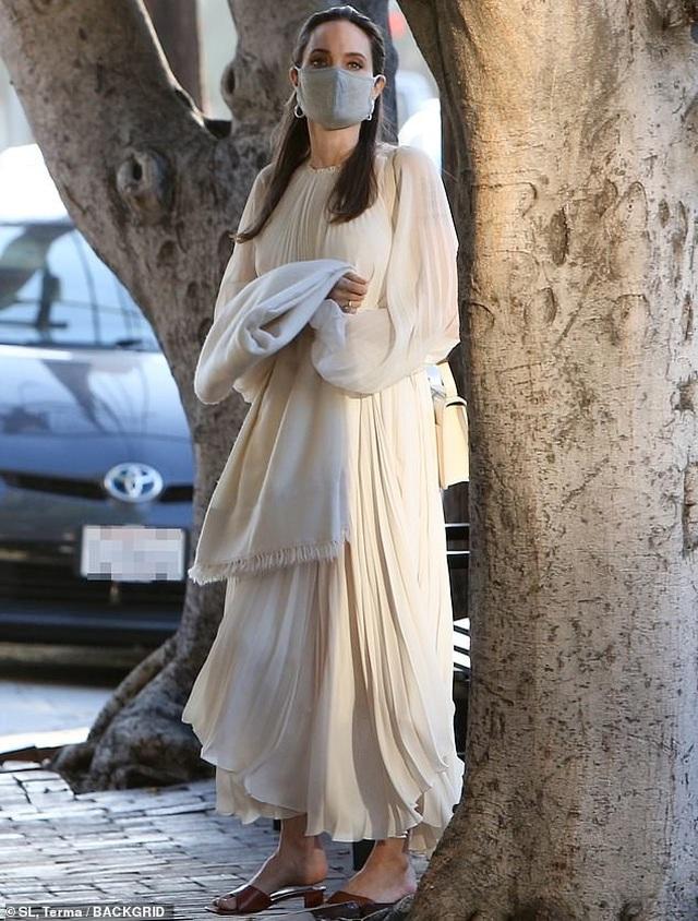 Angelina Jolie đi ăn trưa cùng Pax Thiên - 3