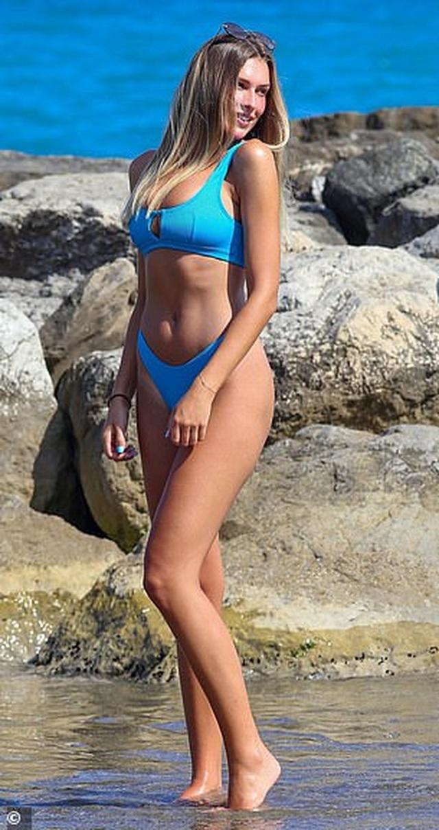 Người đẹp Anh hút hồn với bikini xanh - 3