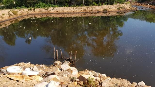 Hồ nuôi tôm bức tử môi trường, người dân sống trong... kinh hãi! - 10