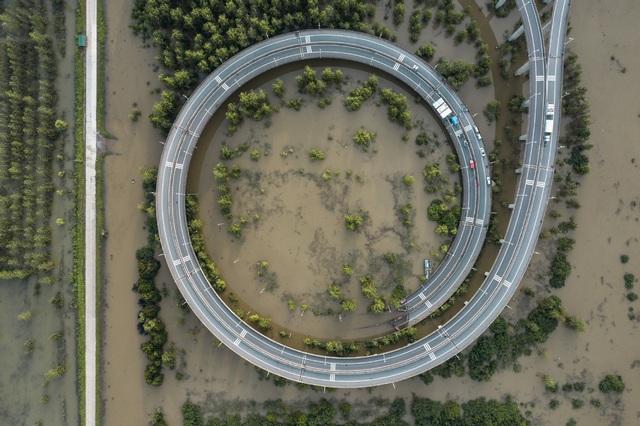 Quan chức Trung Quốc qua đời sau 30 ngày liên tục trông đê ngăn lũ lụt - 1