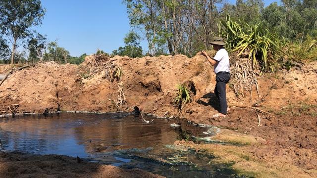 Hồ nuôi tôm bức tử môi trường, người dân sống trong... kinh hãi! - 18