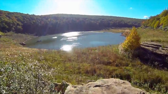 Bí ẩn về hồ nước bỗng tràn đầy nước trở lại sau 12 năm khô cạn - 1