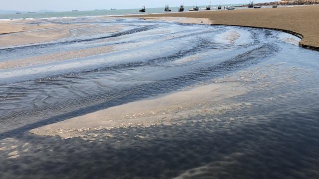Hồ nuôi tôm bức tử môi trường, người dân sống trong... kinh hãi! - 23