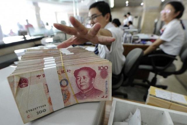 Dân Trung Quốc ồ ạt đi rút tiền khỏi ngân hàng do tin đồn trên mạng xã hội - 1