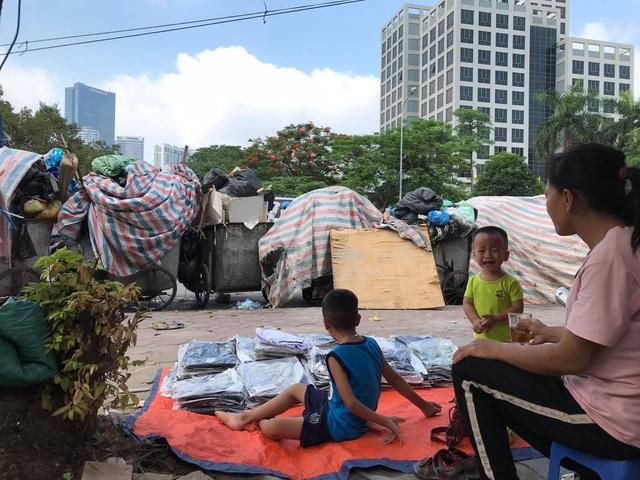 Bãi Nam Sơn bị phong tỏa, rác trong nội đô chất như núi - 3