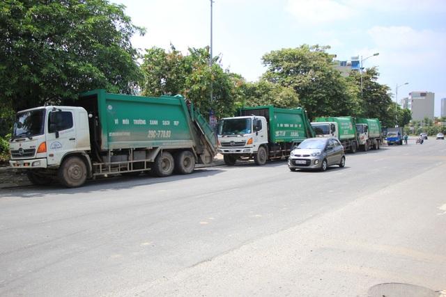 Bãi Nam Sơn bị phong tỏa, rác trong nội đô chất như núi - 9
