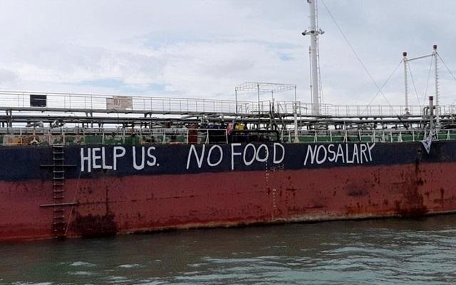 12 thủy thủ Việt Nam mắc kẹt 4 tháng trên biển Malaysia - 1