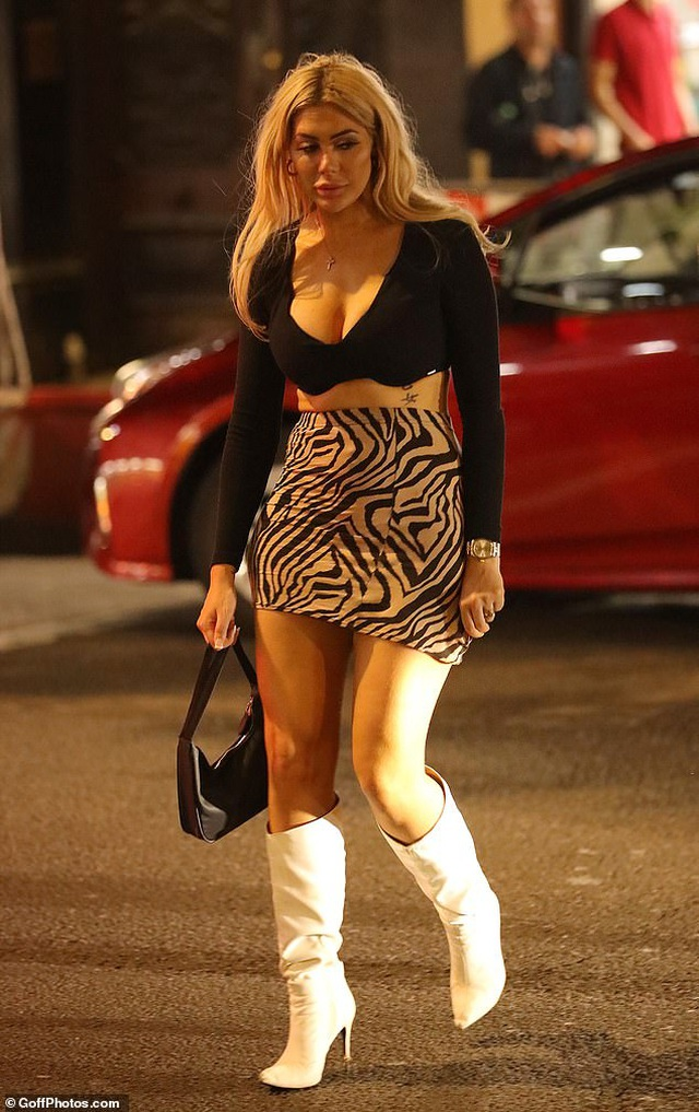 Chân dài bạch biến Winnie Harlow mặc gợi cảm ra phố - 5