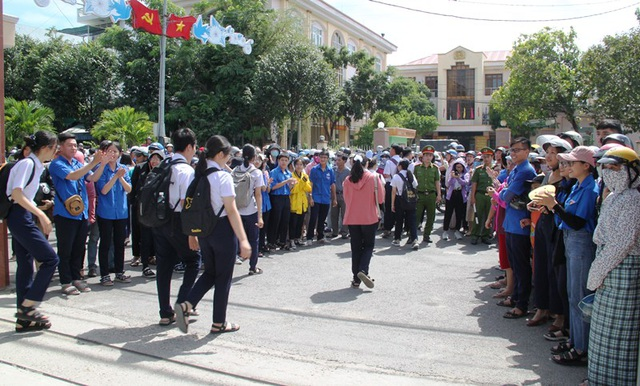 Thi lớp 10 tại Bình Định: Thí sinh khen đề Ngữ văn nhẹ nhàng - 3