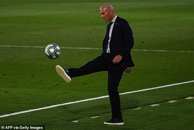Benzema lập cú đúp, Real Madrid vô địch La Liga lần thứ 34 - 4