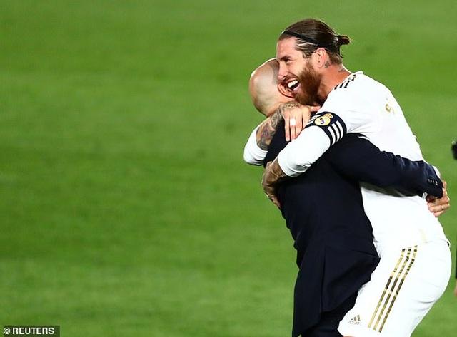 Benzema lập cú đúp, Real Madrid vô địch La Liga lần thứ 34 - 7