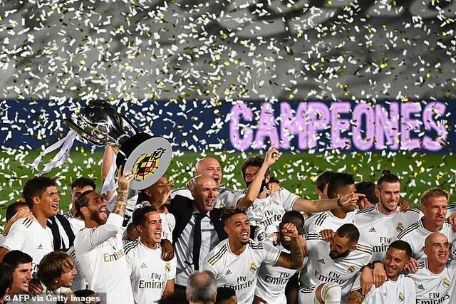 Benzema lập cú đúp, Real Madrid vô địch La Liga lần thứ 34 - 8
