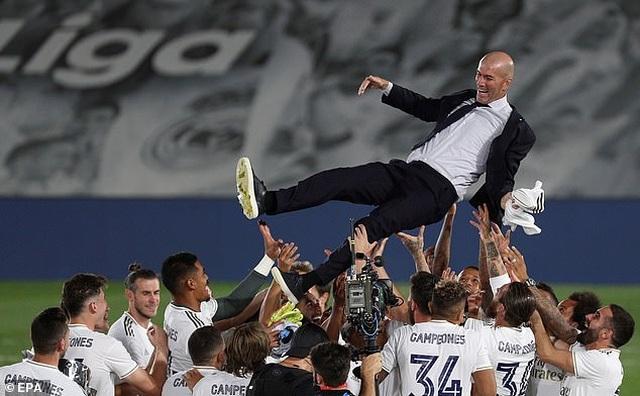 Benzema lập cú đúp, Real Madrid vô địch La Liga lần thứ 34 - 9