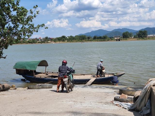 Trời không mưa, làng ốc đảo bức bách vì thiếu nước sạch - 1