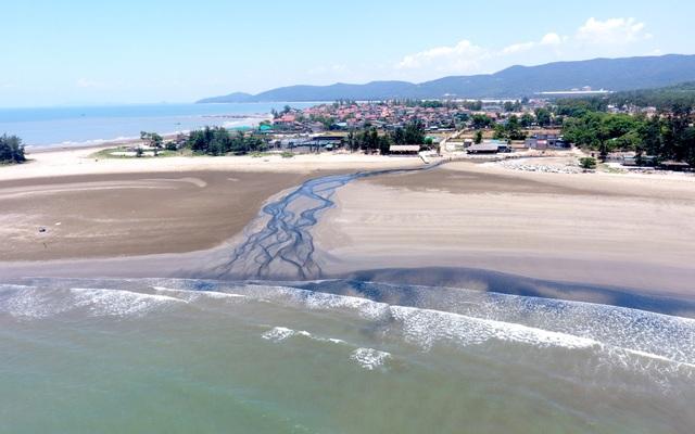 Chính thức đo độ ô nhiễm vụ xả thải đen ngòm cả một vùng biển - 11