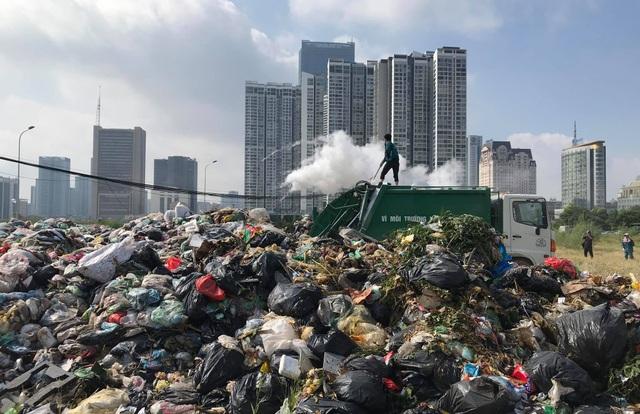 Chủ tịch Hà Nội: TP không hẹp hòi với người dân quanh bãi rác Nam Sơn - 2