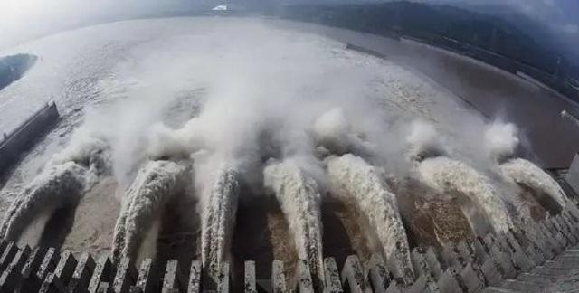 Lũ mới ập đến sông dài nhất Trung Quốc, đập Tam Hiệp oằn mình đối phó - 1