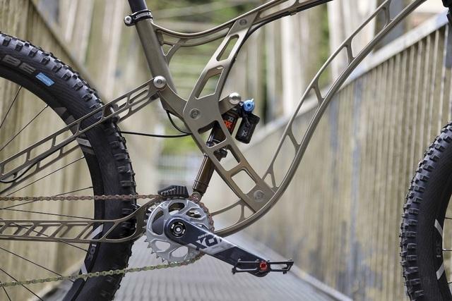 Độc đáo xe đạp làm từ nhôm nguyên khối - 2