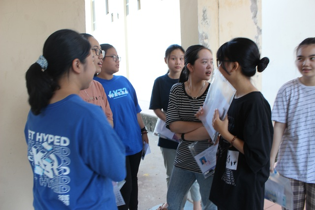 """Hôm nay, gần 900 thí sinh bắt đầu """"giành vé"""" vào trường THPT Chuyên Hà Tĩnh - 2"""