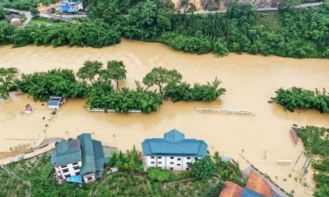 Lũ mới ập đến sông dài nhất Trung Quốc, đập Tam Hiệp oằn mình đối phó - 4