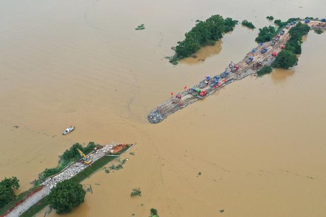 Lũ mới ập đến sông dài nhất Trung Quốc, đập Tam Hiệp oằn mình đối phó - 2