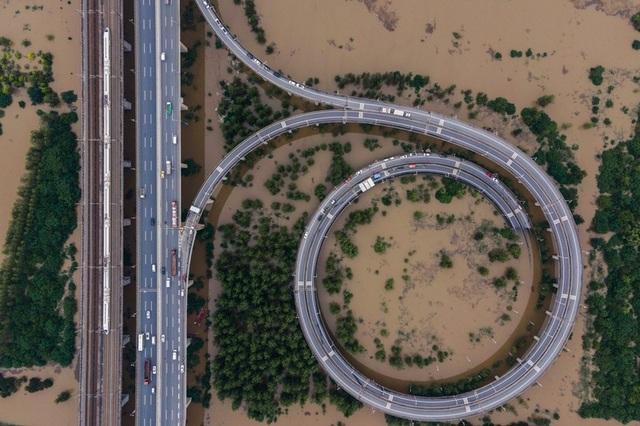 Lũ lụt nghiêm trọng nhất 3 thập kỷ tàn phá nhiều tỉnh thành ở Trung Quốc - 2