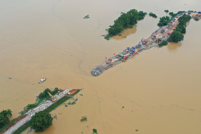 Lũ lụt nghiêm trọng nhất 3 thập kỷ tàn phá nhiều tỉnh thành ở Trung Quốc - 3