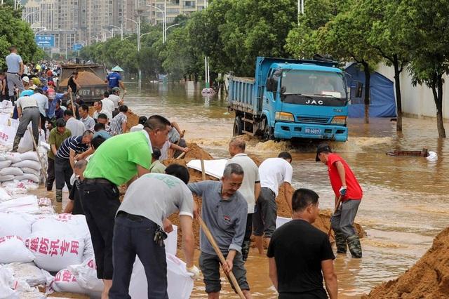 Lũ lụt nghiêm trọng nhất 3 thập kỷ tàn phá nhiều tỉnh thành ở Trung Quốc - 4