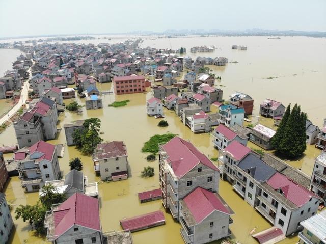 Trung Quốc nâng cảnh báo lũ trên nhiều sông hồ lên mức cao nhất - 1
