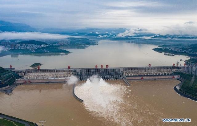 Trung Quốc nâng cảnh báo lũ trên nhiều sông hồ lên mức cao nhất - 3