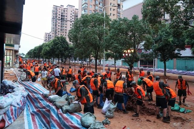 Lũ lụt nghiêm trọng nhất 3 thập kỷ tàn phá nhiều tỉnh thành ở Trung Quốc - 6