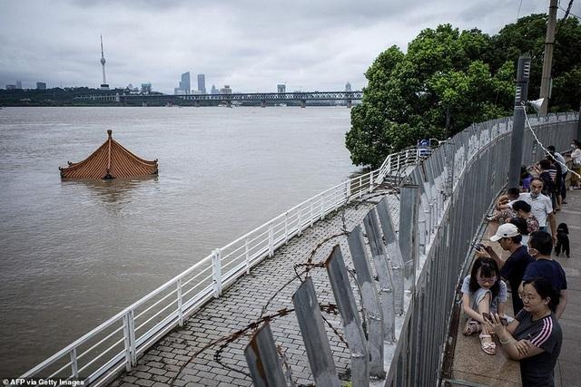 Lũ lụt nghiêm trọng nhất 3 thập kỷ tàn phá nhiều tỉnh thành ở Trung Quốc - 9