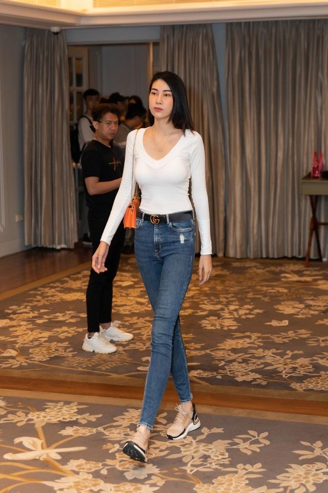 Hoa hậu Khánh Vân, Á hậu Mâu Thủy khoe dáng chuẩn - 12