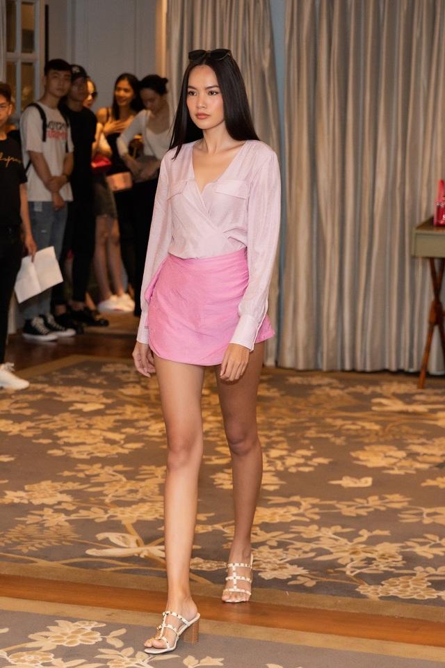 Hoa hậu Khánh Vân, Á hậu Mâu Thủy khoe dáng chuẩn - 15