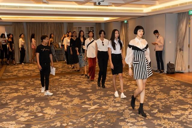 Hoa hậu Khánh Vân, Á hậu Mâu Thủy khoe dáng chuẩn - 11