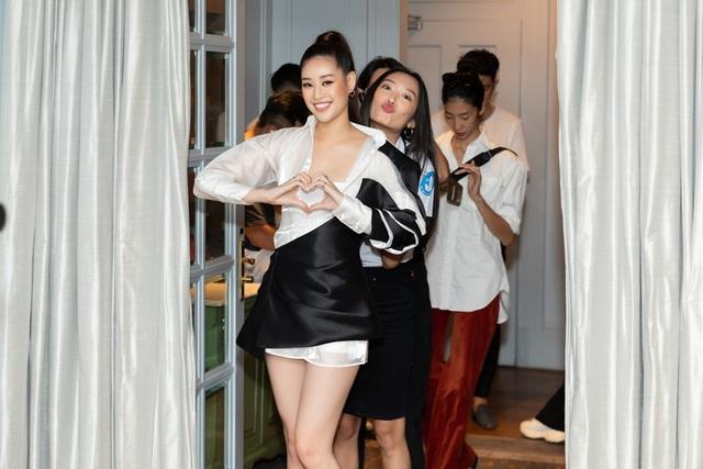 Hoa hậu Khánh Vân, Á hậu Mâu Thủy khoe dáng chuẩn - 4