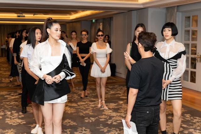 Hoa hậu Khánh Vân, Á hậu Mâu Thủy khoe dáng chuẩn - 7