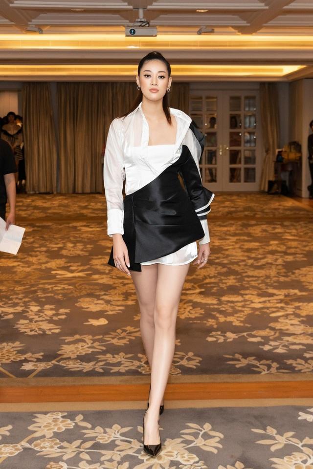 Hoa hậu Khánh Vân, Á hậu Mâu Thủy khoe dáng chuẩn - 2