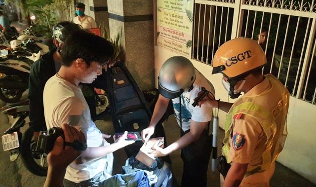 Nhóm người tấn công công an, rút thẻ đỏ tự xưng cảnh sát hình sự - 2