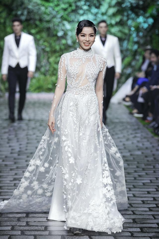 Nữ hoàng Bolero Lệ Quyên làm người mẫu cùng dàn Hoa hậu, Á hậu đình đám - 1