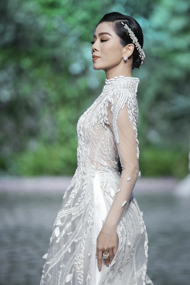 Nữ hoàng Bolero Lệ Quyên làm người mẫu cùng dàn Hoa hậu, Á hậu đình đám - 2