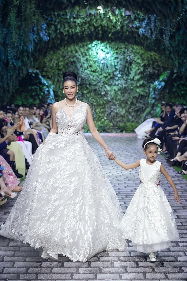 Nữ hoàng Bolero Lệ Quyên làm người mẫu cùng dàn Hoa hậu, Á hậu đình đám - 13