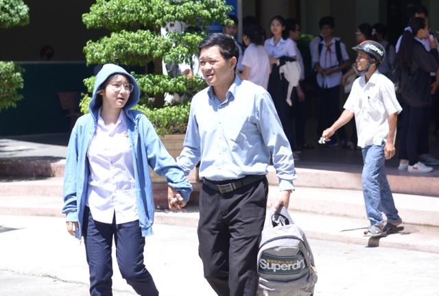 Đà Nẵng: Đề Toán dài, thí sinh lo điểm phải thật cao mới đậu trường top - 2